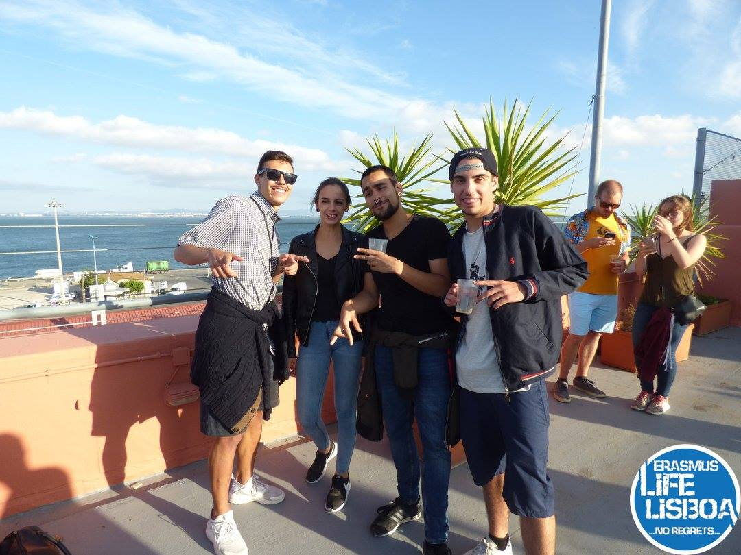 rooftop ferroviario bar view point river drink chill lisbon party friends beer