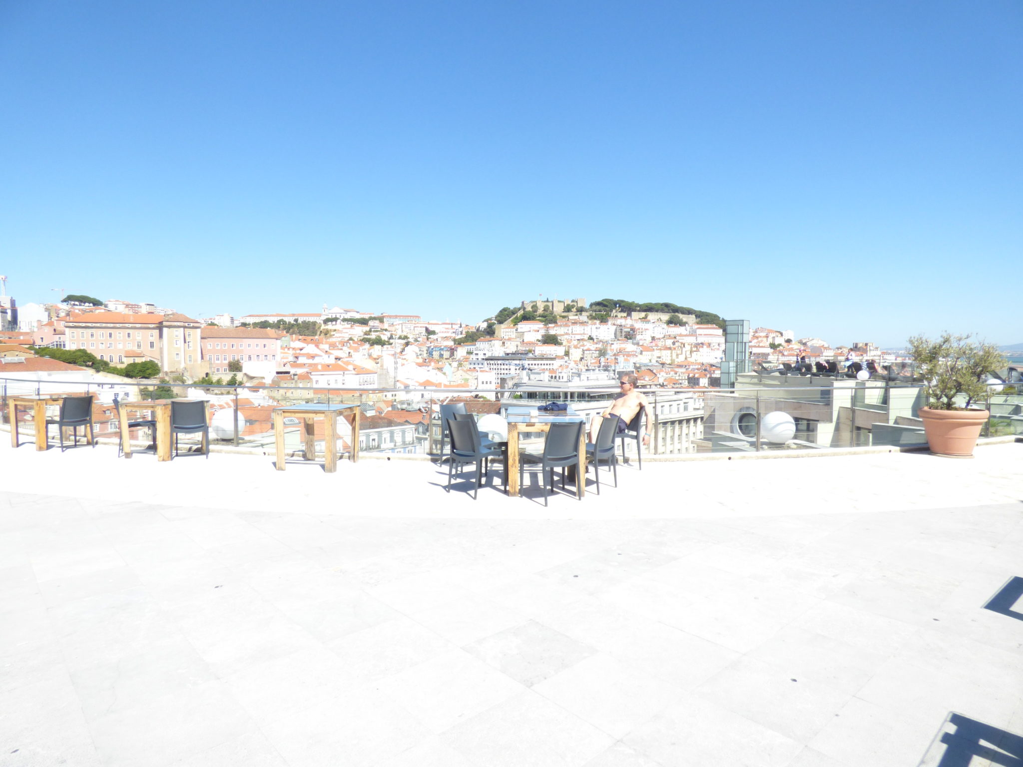 rooftop vip eden bar view point river drink chill lisbon party friends beer